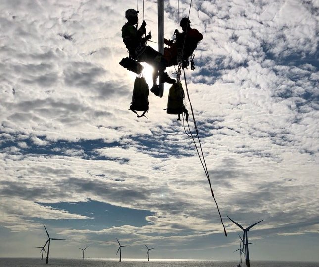 wind-turbine-mechanic